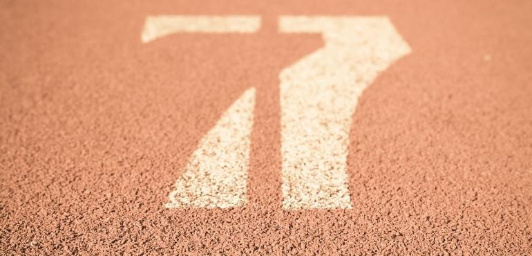 l'immagine rappresenta la corsia numero 7 di una pista da atletica a indicare simbolicamente la regola del 7 usata nel marketing